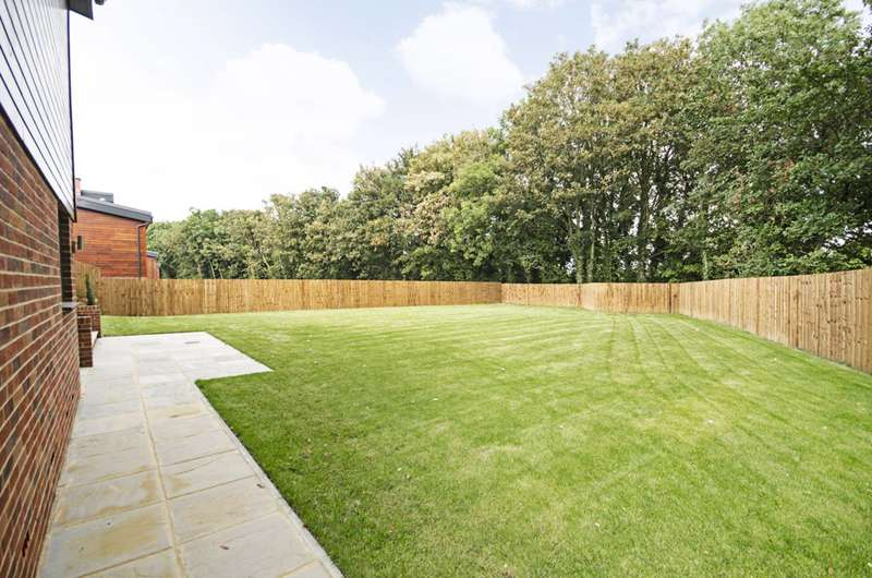 4 Bedrooms House for sale in Harlequins, Stanmore, WD23