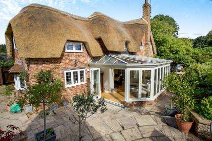 3 Bedrooms Detached House for sale in Fordingbridge, Hampshire, .