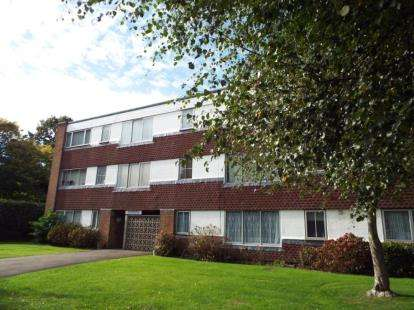 3 Bedrooms Flat for sale in Blunesfield, Potters Bar, Hertfordshire