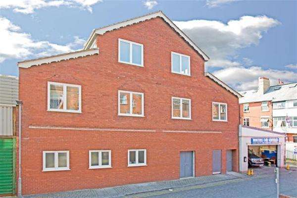 2 Bedrooms Apartment Flat for sale in Duckworth Building, Back West Cresent, Lytham St Annes