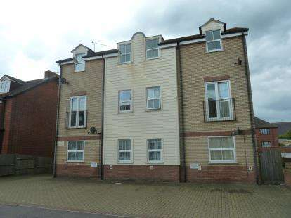 2 Bedrooms Flat for sale in Cliff Road, Harwich, Essex