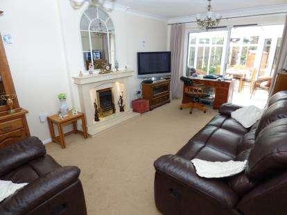 2 Bedrooms Bungalow for sale in Birch Drive, Halesowen, West Midlands