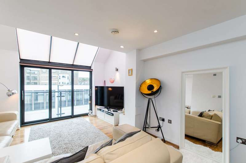 2 Bedrooms Maisonette Flat for sale in Wakley Street, Angel, EC1V