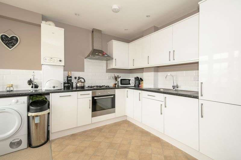 2 Bedrooms Flat for sale in Sasha Court, Brentwood Road, RM1 2RT
