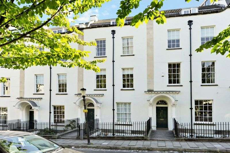 2 Bedrooms Flat for sale in Park Place, Clifton