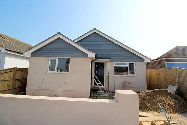 2 Bedrooms Detached Bungalow for sale in Arundel Road, BN10