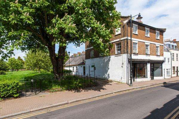 5 Bedrooms Terraced House for sale in Thames Street, Sunbury-on-Thames, Surrey, TW16
