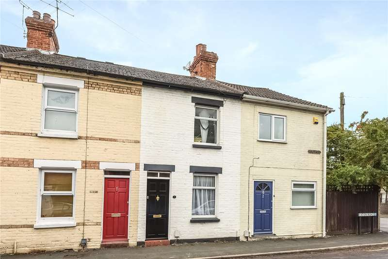 2 Bedrooms Terraced House for sale in Eaton Road, Camberley, Surrey, GU15