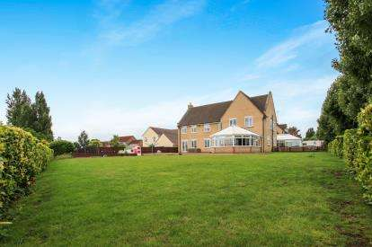 5 Bedrooms Detached House for sale in Wimblington, March