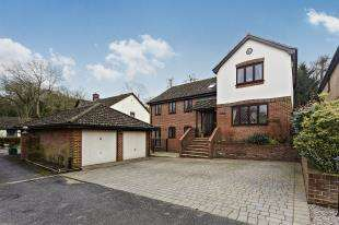 5 Bedrooms Detached House for sale in Abercorn Close, South Croydon