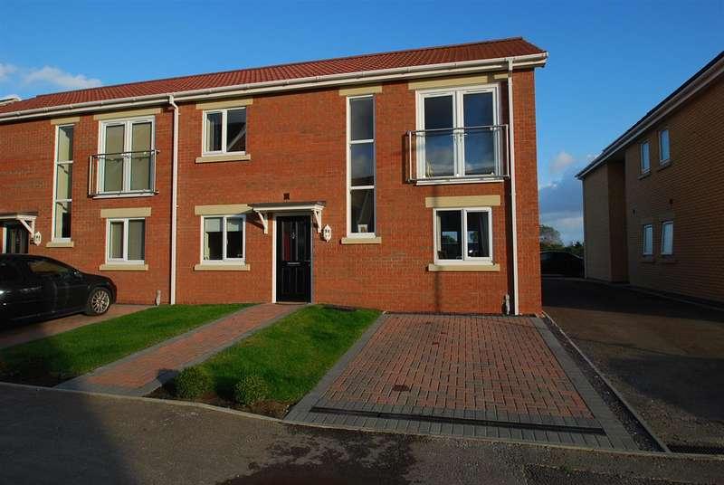 3 Bedrooms Semi Detached House for sale in Blyton Road, Skegness