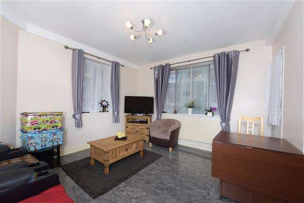 4 Bedrooms Flat for sale in Greenleafe Close, Brixton