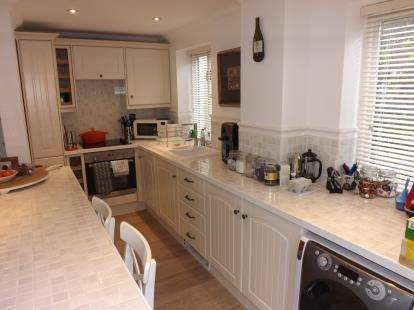 2 Bedrooms Semi Detached House for sale in Bars Hill, Cowes, Isle Of Wight