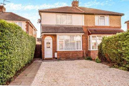 2 Bedrooms Semi Detached House for sale in Rose Avenue, Aylesbury, Buckinghamshire, England