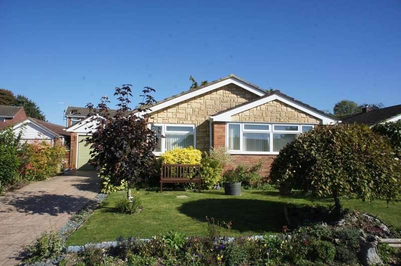3 Bedrooms Bungalow for sale in Lyde Close, Oakley, Hampshire, RG23 7AW