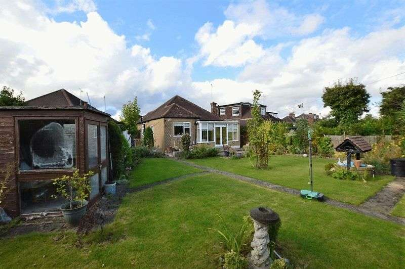 2 Bedrooms Detached Bungalow for sale in Elm Drive, Harrow