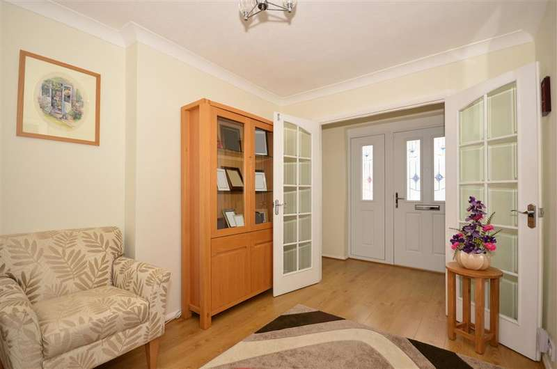 3 Bedrooms Detached Bungalow for sale in Marion Close, Walderslade, Chatham, Kent