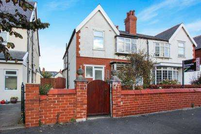 2 Bedrooms Flat for sale in Caryl Road, Lytham St. Annes, Lancashire, England, FY8