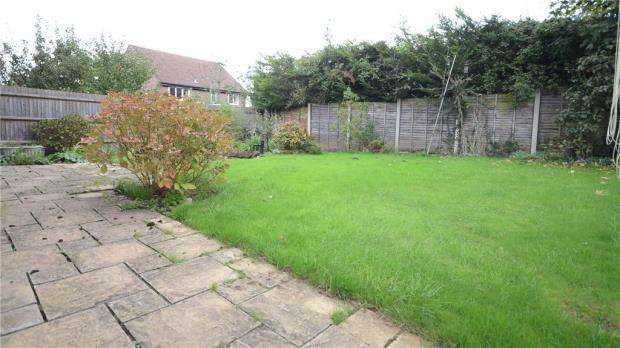 4 Bedrooms Detached House for sale in Camellia Way, Wokingham, Berkshire