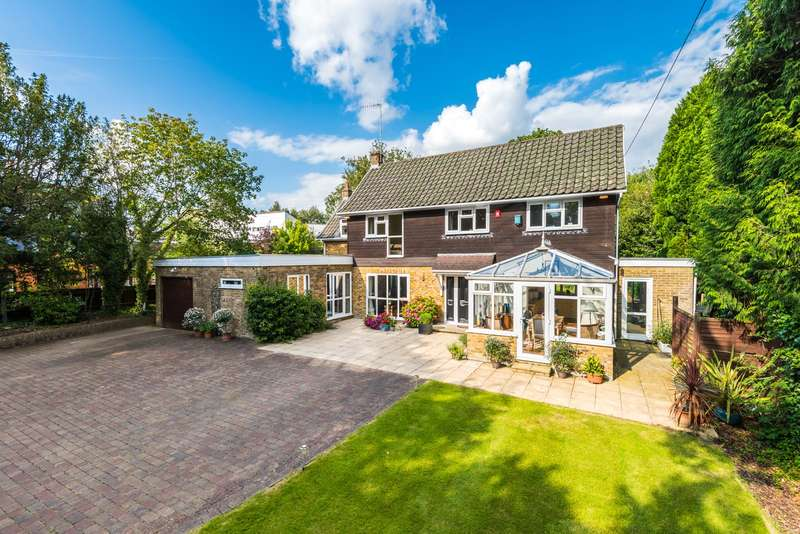 4 Bedrooms Detached House for sale in Kings Cross Lane, South Nutfield, RH1