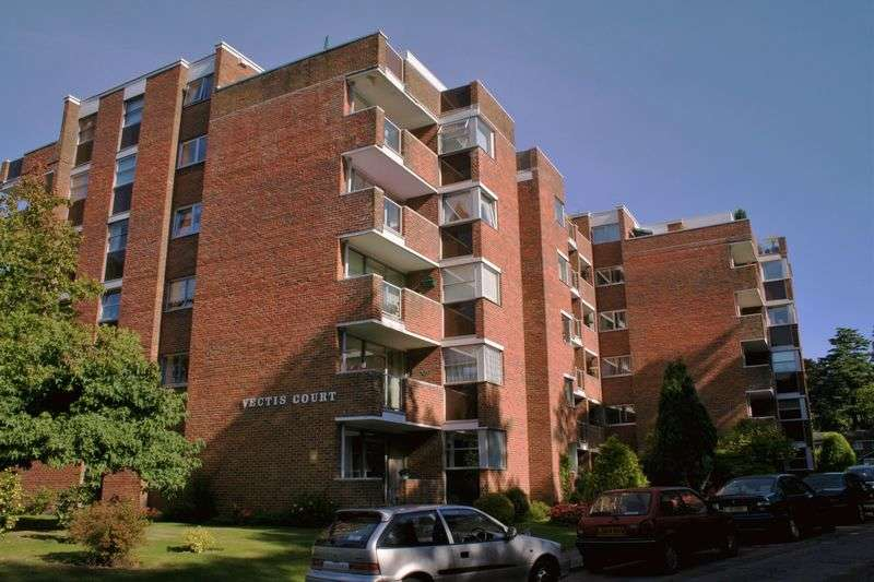 3 Bedrooms Flat for sale in Bassett