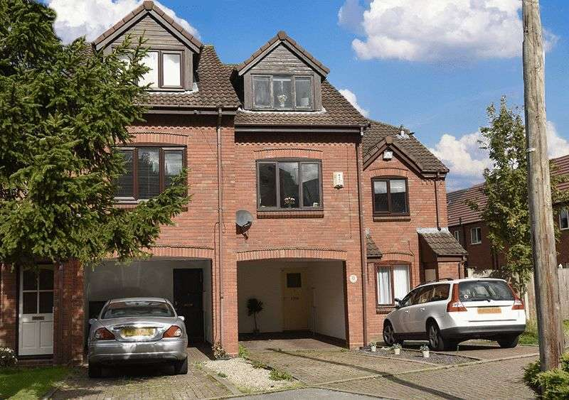 2 Bedrooms Terraced House for sale in 8 Crofters Close, Oldswinford, Stourbridge