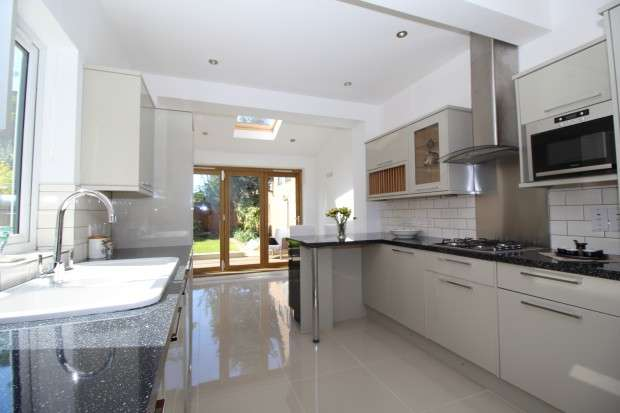 4 Bedrooms Semi Detached House for sale in Beckenham Road, Beckenham, BR3
