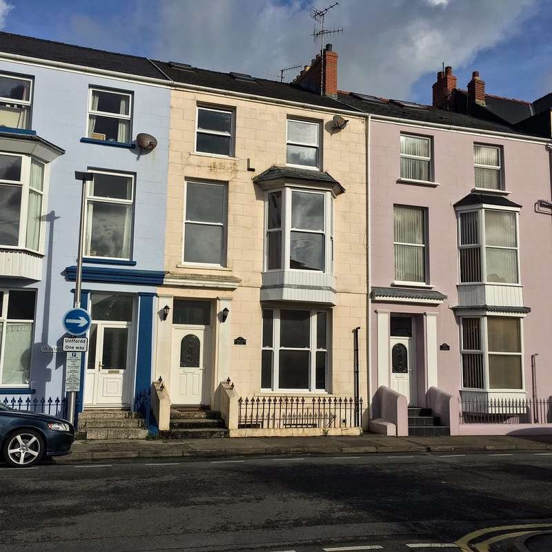 5 Bedrooms Terraced House for sale in Cambridge House, Southcliff Gardens, Tenby, Pembrokeshire