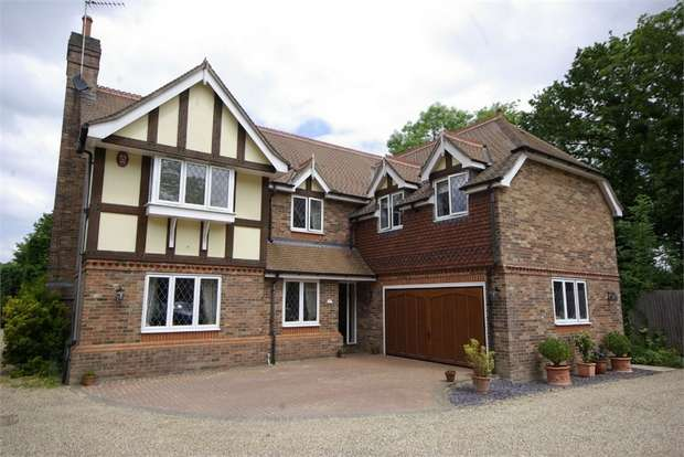 5 Bedrooms Detached House for sale in Laurel Close, Oxhey, Hertfordshire