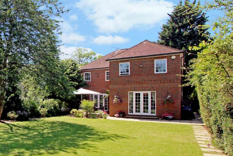 5 Bedrooms Detached House for sale in Blackpond Lane, Farnham Common, SL2