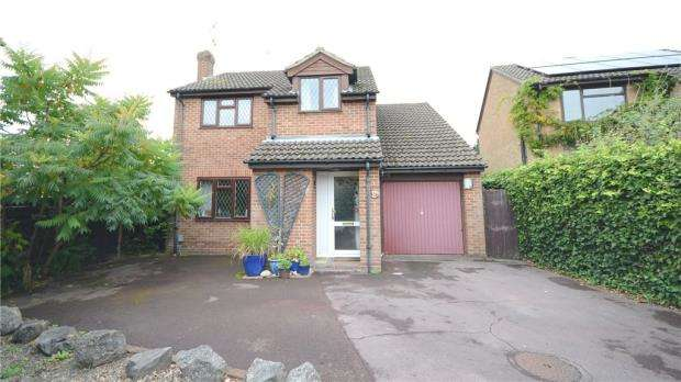 4 Bedrooms Detached House for sale in Mason Way, Aldershot, Hampshire