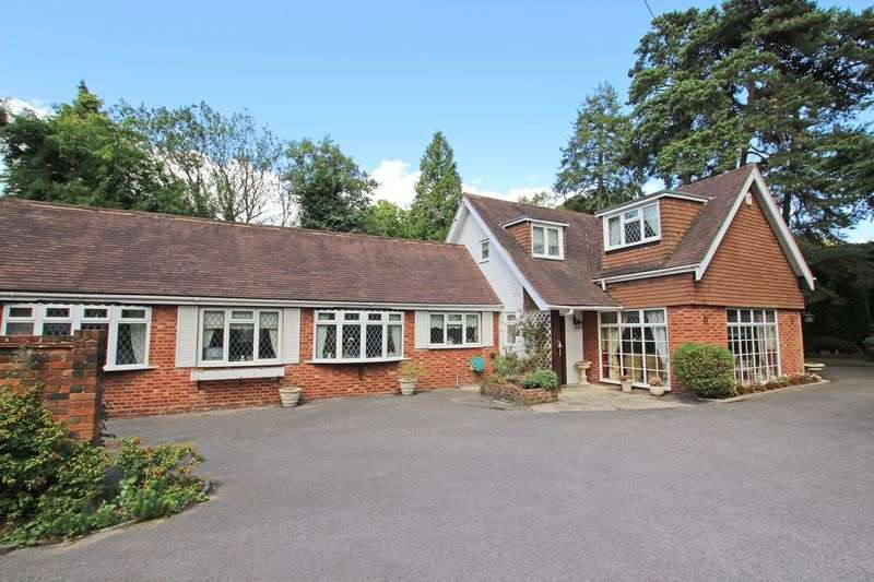 4 Bedrooms Property for sale in Chilworth
