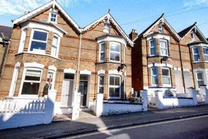 3 Bedrooms Semi Detached House for sale in Cowes, Isle Of Wight, Gordon Road