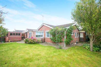 3 Bedrooms House for sale in Balmoral Drive, Holmes Chapel, Crewe, Cheshire