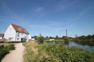 4 Bedrooms Semi Detached House for sale in Ellingham View, Dartford, Kent