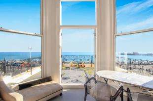 3 Bedrooms Flat for sale in Atlingworth House, 56 Marine Parade, Brighton, East Sussex