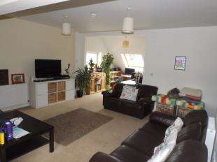 2 Bedrooms Maisonette Flat for sale in Bereweeke Court, 2 Bereweeke Road, Felpham, West Sussex