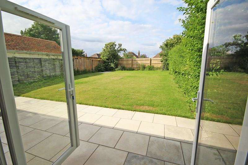 3 Bedrooms Chalet House for sale in Fairfield Road, Barton On Sea, New Milton