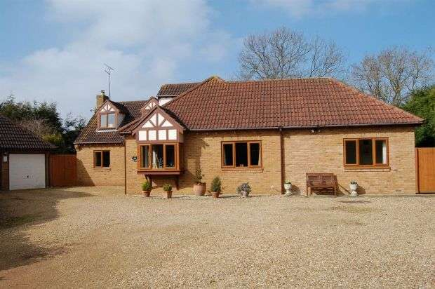 4 Bedrooms Detached House for sale in Berry Lane, Wootton, Northampton NN4 6JU