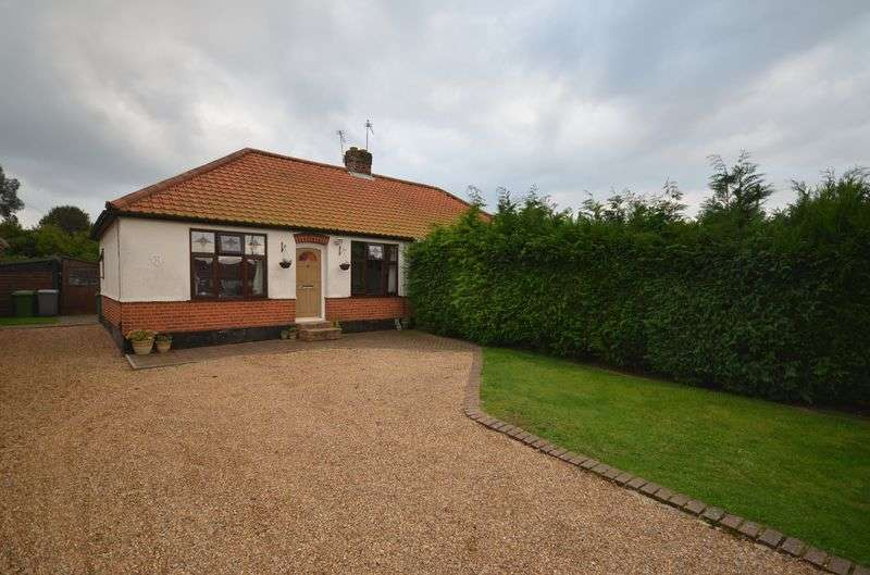 2 Bedrooms Semi Detached Bungalow for sale in Thorpe St Andrew, Norwich