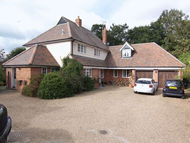 4 Bedrooms Detached House for sale in Farm Close, Roydon