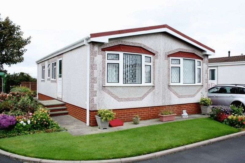2 Bedrooms Bungalow for sale in 9 Willowgrove, Sandy Lane, Preesall, Knott End, Lancashire, FY6 0RB