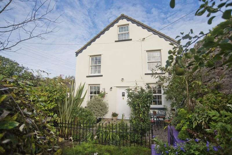 4 Bedrooms Detached House for sale in Hawthorns Road, Drybrook