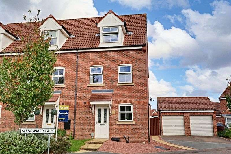 3 Bedrooms Terraced House for sale in Shinewater Park, Kingswood