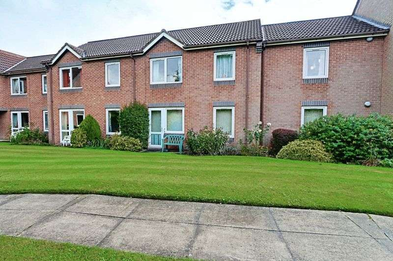 2 Bedrooms Flat for sale in Haldenby Court, Swanland