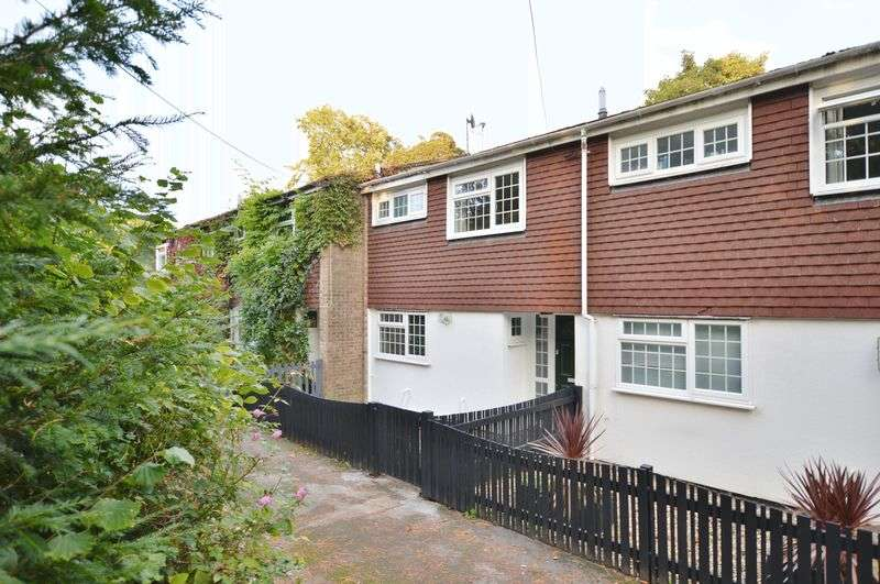 3 Bedrooms Terraced House for sale in Huxley Close, Godalming