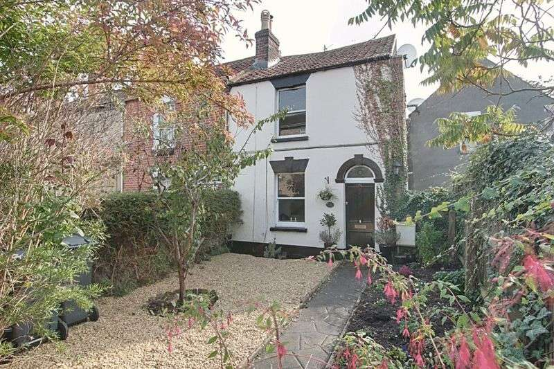 2 Bedrooms Terraced House for sale in Mortimer Street, Trowbridge