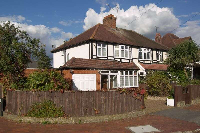 3 Bedrooms Semi Detached House for sale in Torrington Road, Claygate