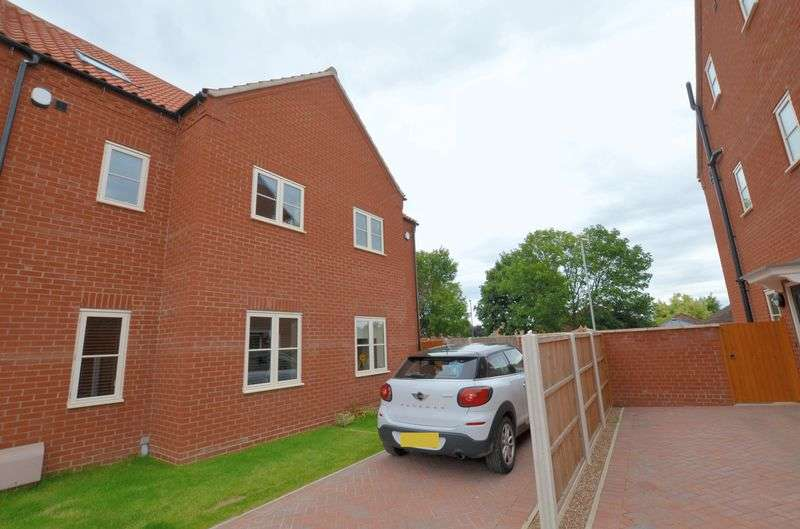 3 Bedrooms Semi Detached House for sale in Harvest Court, Glebe Park, Lincoln