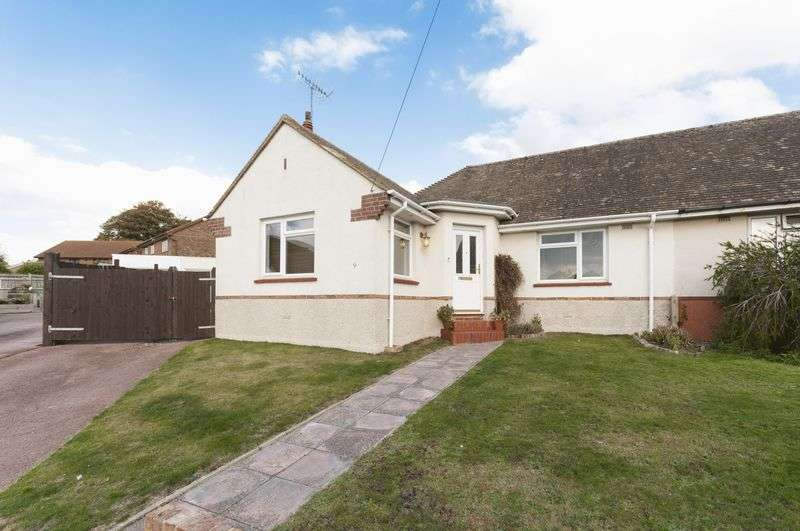 2 Bedrooms Bungalow for sale in Fontwell Close, Worthing